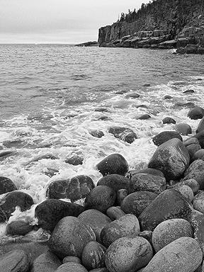 otter_cliffs2(bw)